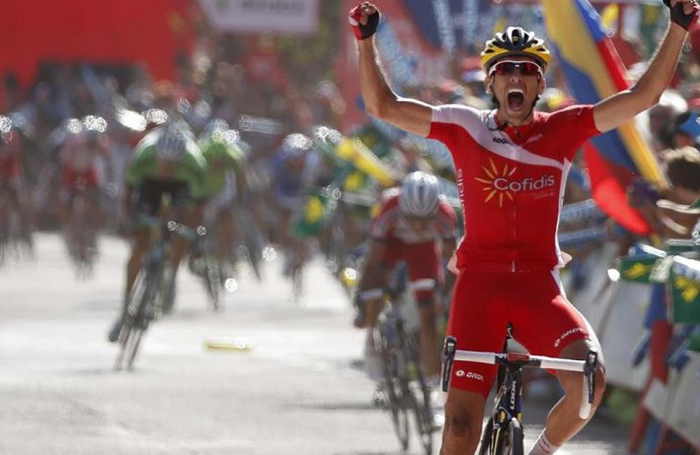El ciclista español del equipo Cofidis Daniel Navarro, celebra su victoria en la decimotercera etapa. Foto: EFE