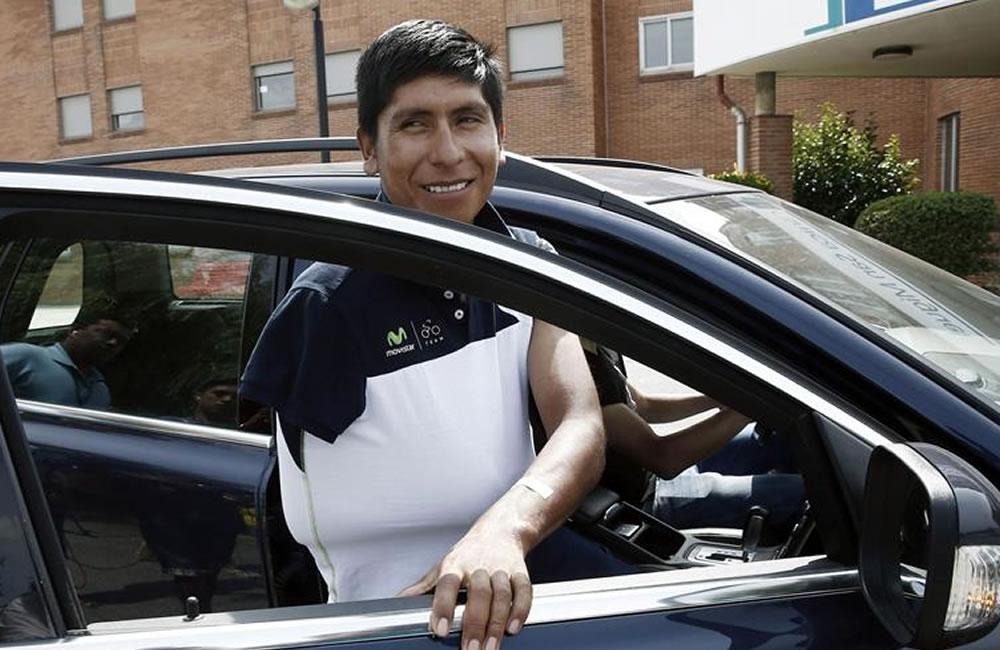 El ciclista colombiano del equipo Movistar Nairo Quintana, abandona la Clinica. Foto: EFE