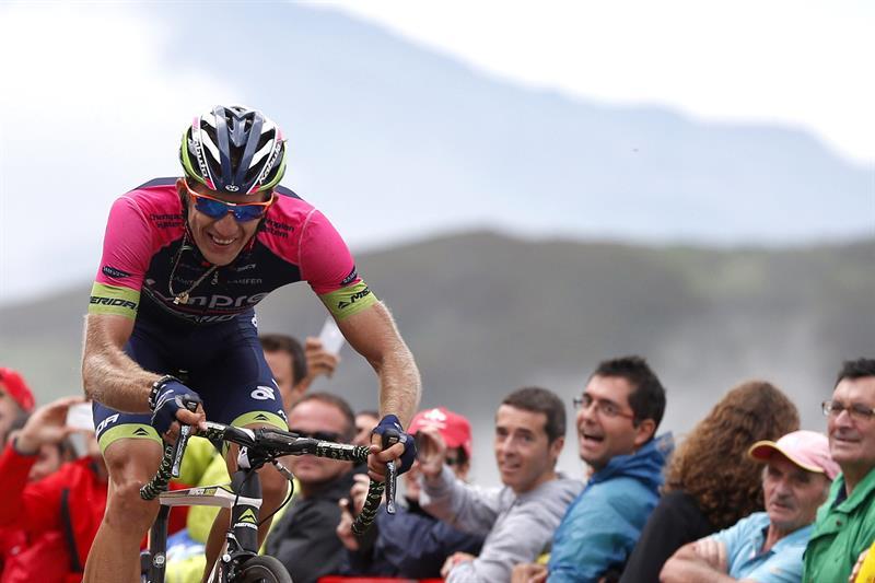 El ciclista polaco del equipo Lampre, Przemyslaw Niemiec durante la ascensión a los Lagos de Covadonda. EFE