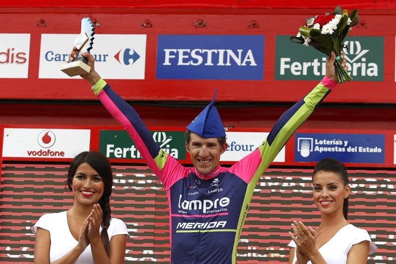 El ciclista polaco del equipo Lampre, Przemyslaw Niemiec celebra su victoria de la décima quinta etapa. Foto: EFE