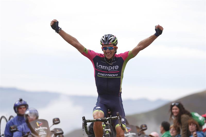 El ciclista polaco del equipo Lampre, Przemyslaw Niemiec, se ha proclamado el vencedor de la décima quinta etapa. Foto: EFE