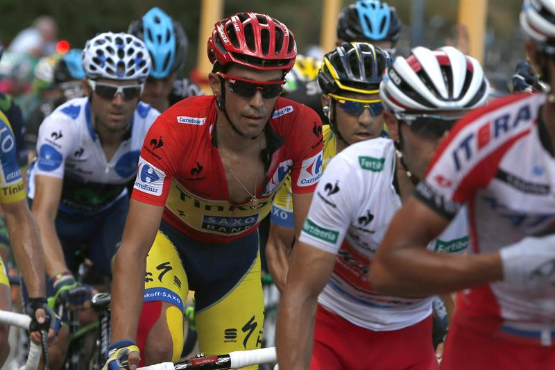 El ciclista español del equipo Tinkoff Saxo, Alberto Contador, en el pelotón durante la decimosexta etapa. EFE