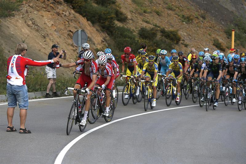El pelotón durante la decimosexta etapa de la Vuelta. EFE