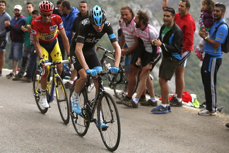 El ciclista español del equipo Tinkoff Saxo, Alberto Contador (i) y el británico del Sky, Christopher Froome. EFE