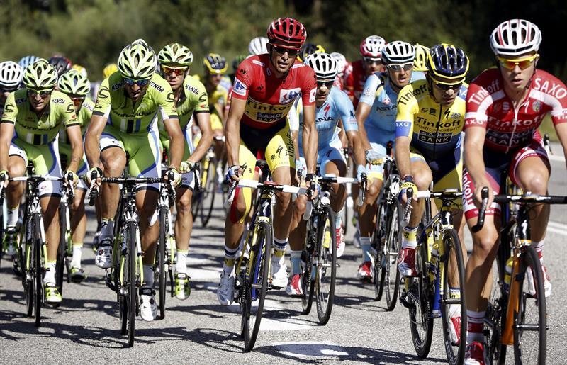 El ciclista madrileño,del equipo Tinkoff Saxo,Alberto Contador, durante de la decimoctava etapa . EFE