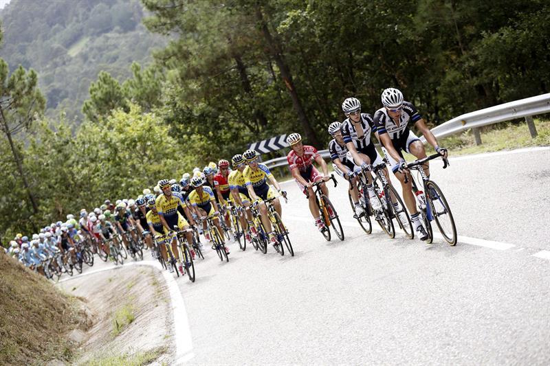 El australiano Hansen gana en Cangas do Morrazo, Contador sigue líder