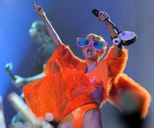 México quiere castigar a Miley Cyrus por faltar al respeto a su bandera