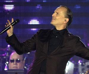 """Miguel Bosé anuncia que su nuevo disco, """"Amo"""", se publicará el 4 de noviembre"""