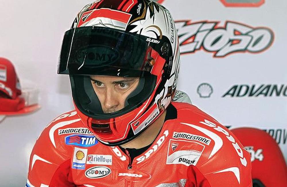 El piloto italiano de Moto GP Andrea Dovizioso (Ducati), durante la primera sesión de entrenamientos libres. Foto: EFE
