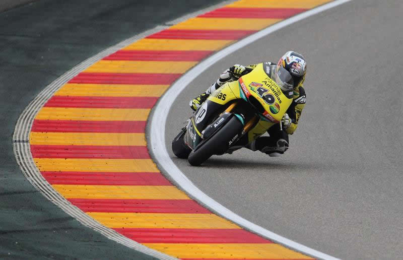 l piloto español Maverick Viñales (Kalex) durante la carrera de Moto2 del Gran Premio de Aragón celebrada hoy en el circuito de Motorland de Alcañiz. Foto: EFE
