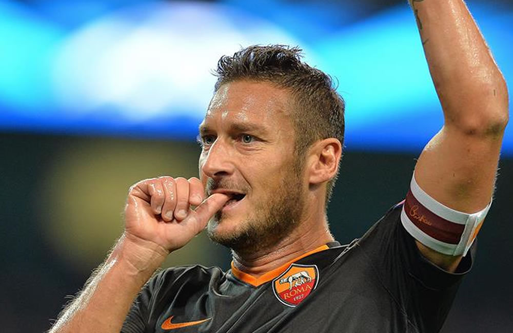 El jugador del AS Roma Francesco Totti celebra el gol del empate parcial ante el Manchester City. Foto: EFE