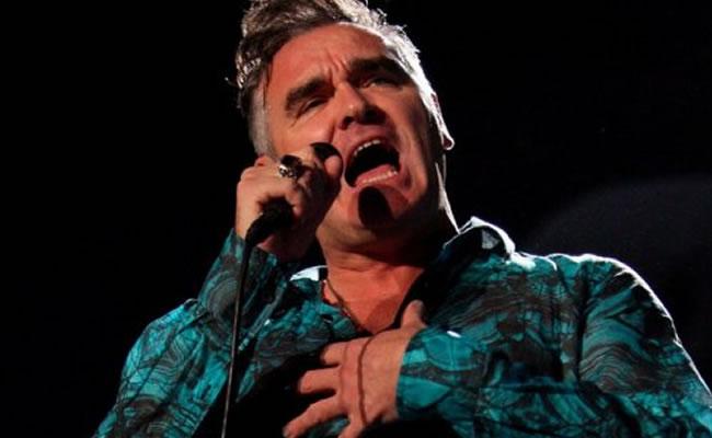 Revuelo en prensa británica tras reconocer Morrissey que se trató de cáncer