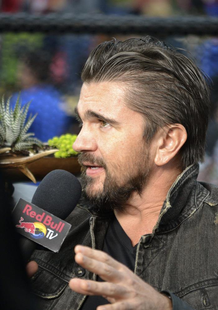 Juanes presume de raíces latinas en su conquista de EE.UU.