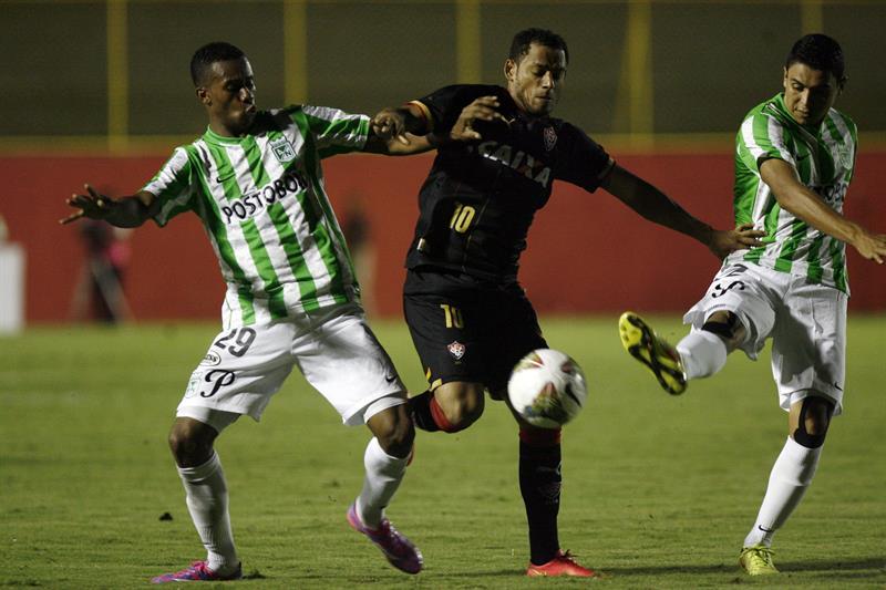 Nacional le ganó 0-1 a Vitória en Brasil con gol de Bocanegra y pasó a cuartos de final. Foto: EFE.