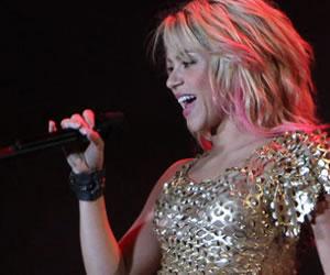 Shakira preparará un álbum en español y una gira mundial