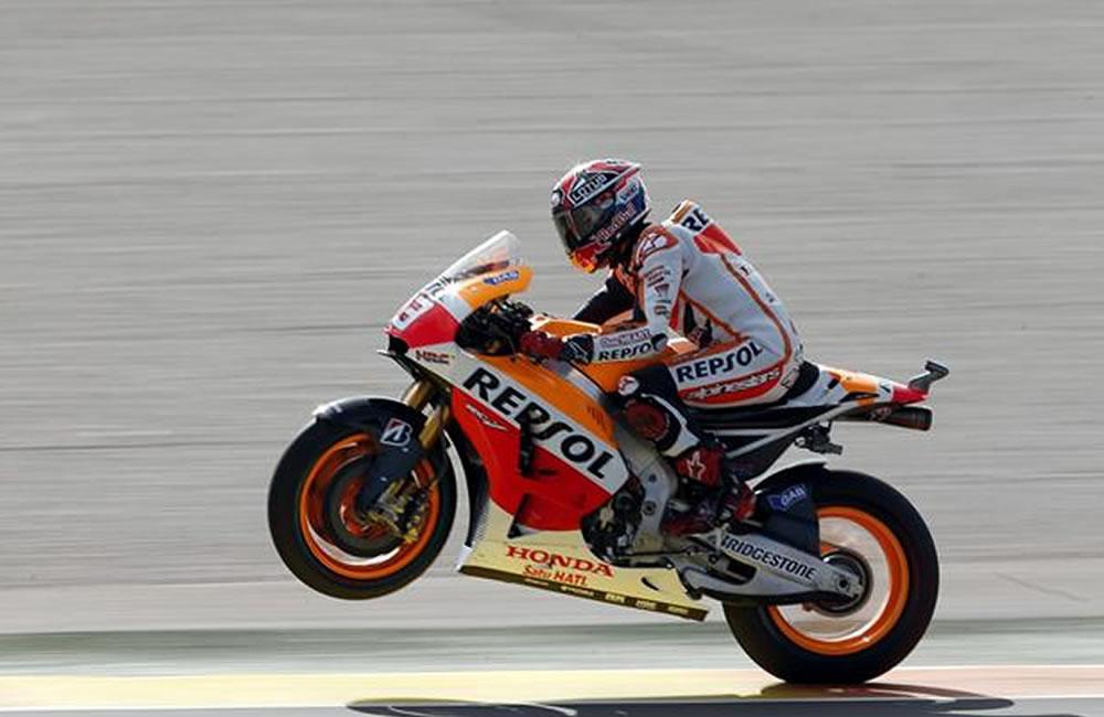 El piloto de Honda en la categoría de Moto GP, Marc Márquez, corre en pista durante la primera sesión de entrenamientos. Foto: EFE
