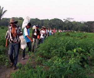 """""""Es complejo restituir tierras en medio de conflicto"""": Ministros de Colombia"""