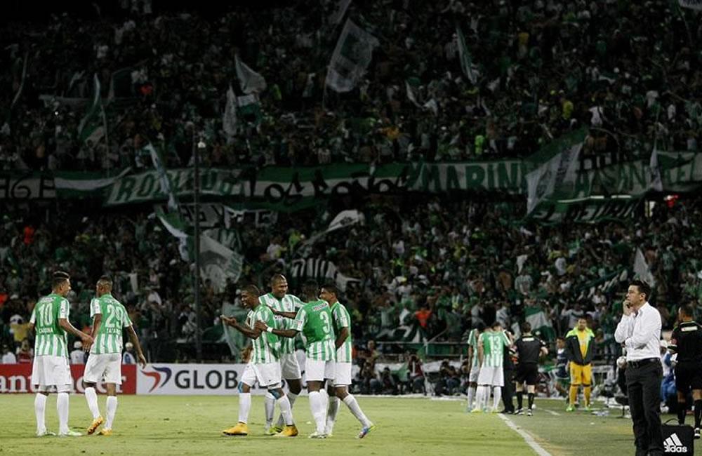 Los jugadores de Atlético Nacional, celebra el gol de su compañero Orlando Berrio. Foto: EFE