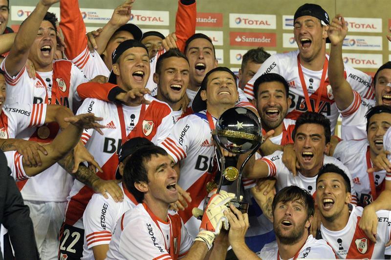River ganó la Copa tras igualar 1-1 con Nacional en Medellín y ganar 2-0 en Argentina. Foto: EFE.