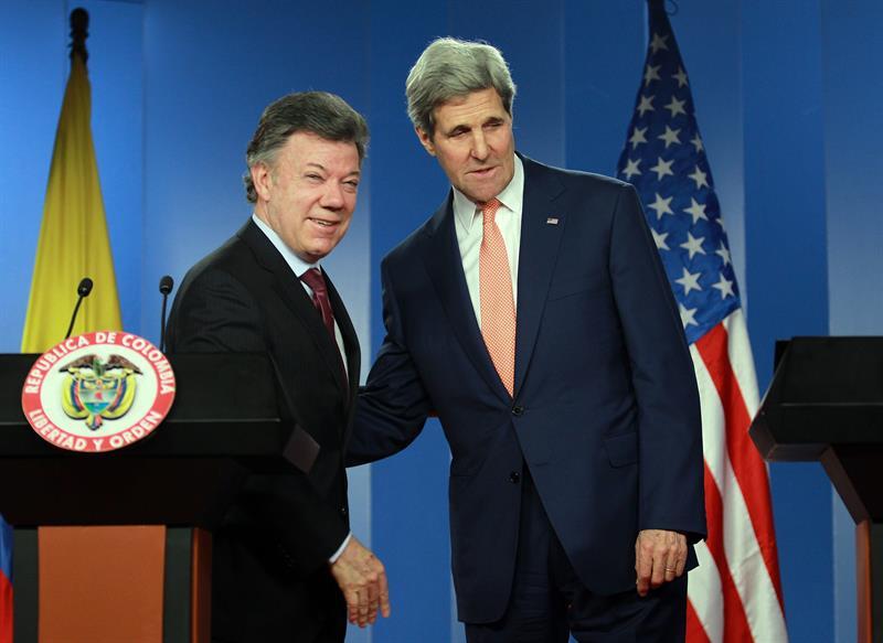 Reunión de presidente de Colombia, Juan Manuel Santos y el secretario de Estado de Estados Unidos, John Kerry. Foto: EFE