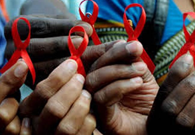 Un pueblo chino recoge firmas para expulsar a un niño de 8 años por tener VIH