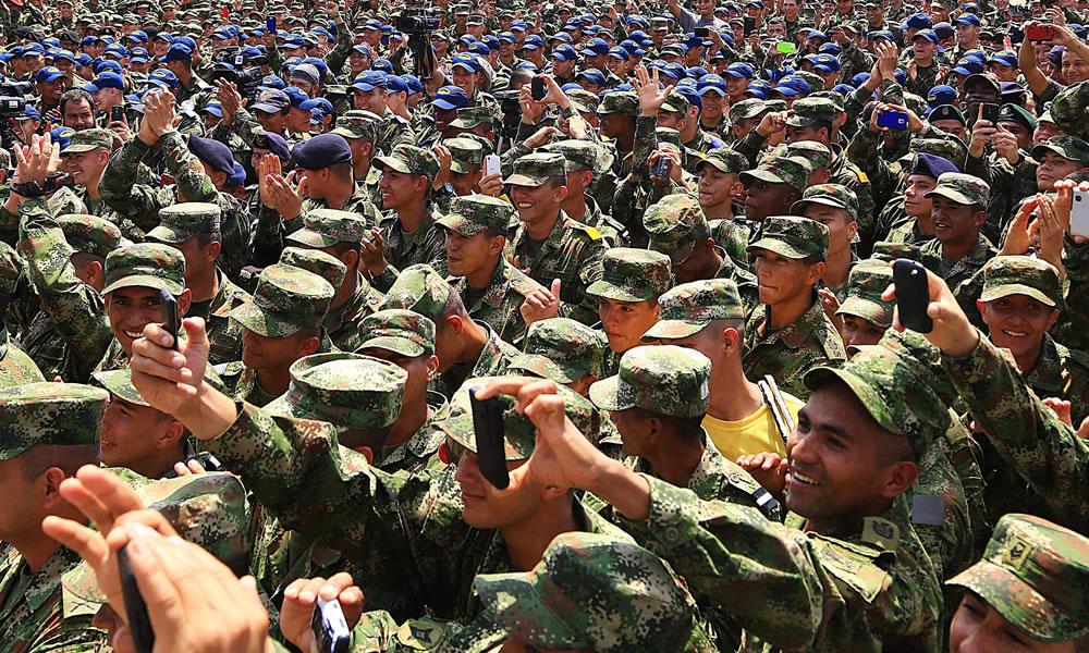 Juanes encabezó concierto navideño por las Fuerzas Armadas de Colombia