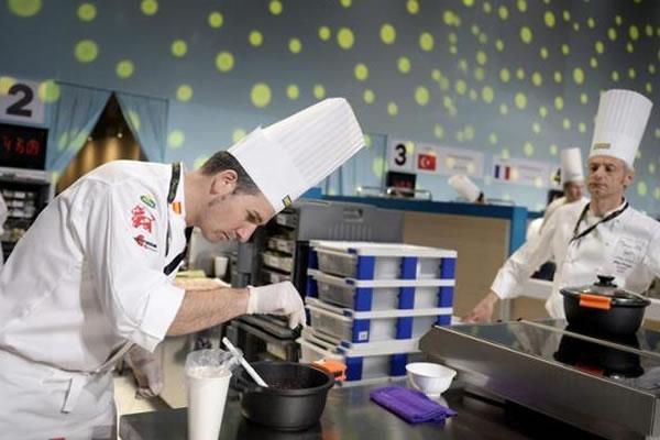 El chef español Alberto Moreno, en el concurso Bocuse d'Or. EFE