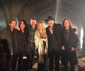 Escucha un adelanto de la colaboración de Shakira con Maná