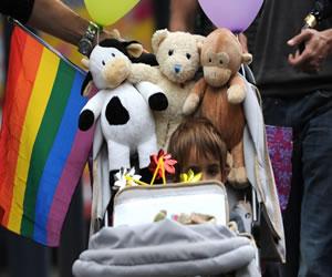 Corte define si parejas del mismo sexo podrán o no adoptar