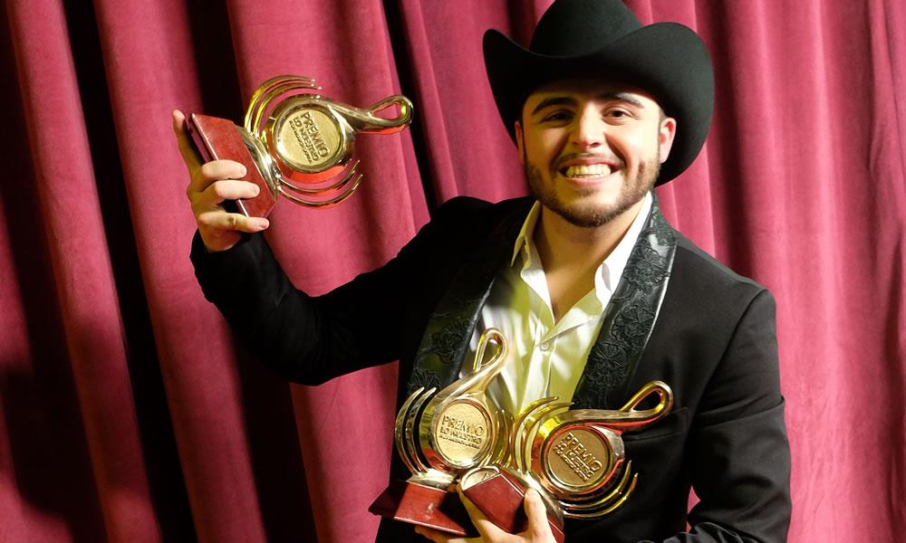 Enrique Iglesias y Romeo Santos, los ganadores de los premios Lo Nuestro