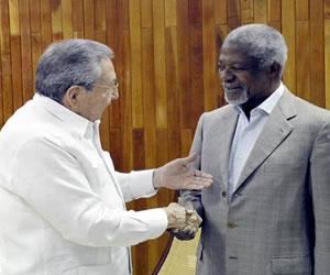 Raúl Castro recibe a Annan y ratifica apoyo al fin del conflicto colombiano