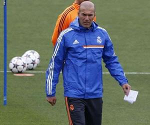 """Cruyff: """"El Real Madrid la ha cagado profundamente con el caso Zidane"""""""