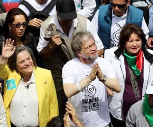 Miles de colombianos marchan para exigir respeto a la vida