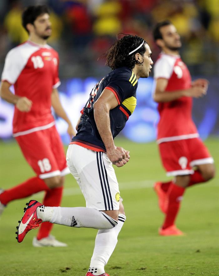 El delantero de la selección colombiana, Radamel Falcao celebra su tanto que supuso el 3-1 ante Kuwait. Foto: EFE