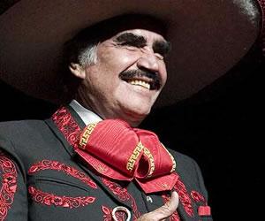 """Vicente Fernández muestra """"mejoras progresivas"""" tras cirugía"""