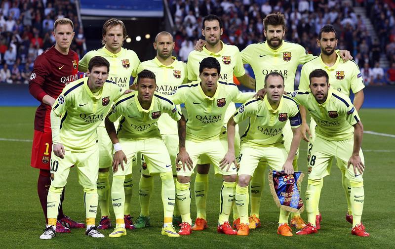 Jugadores del FC Barcelona formados ante el PSG. Foto: EFE