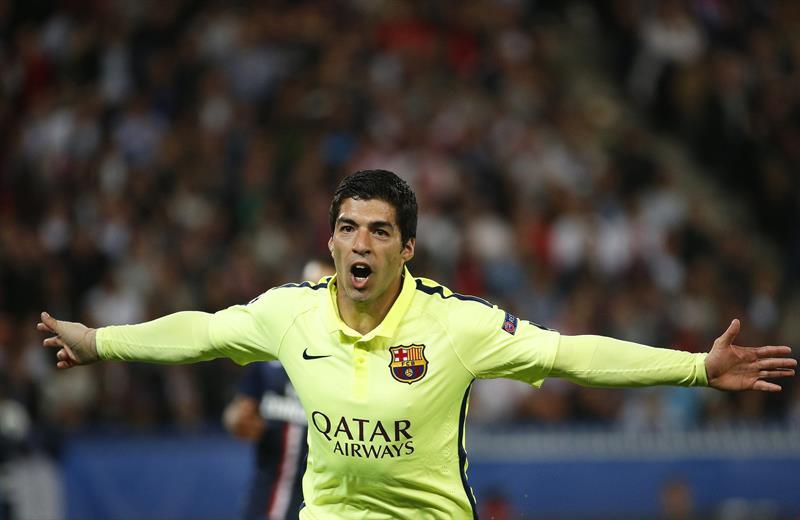 El delantero del FC Barcelona Luis Suárez celebra uno de sus goles frente al París Saint-Germain. Foto: EFE