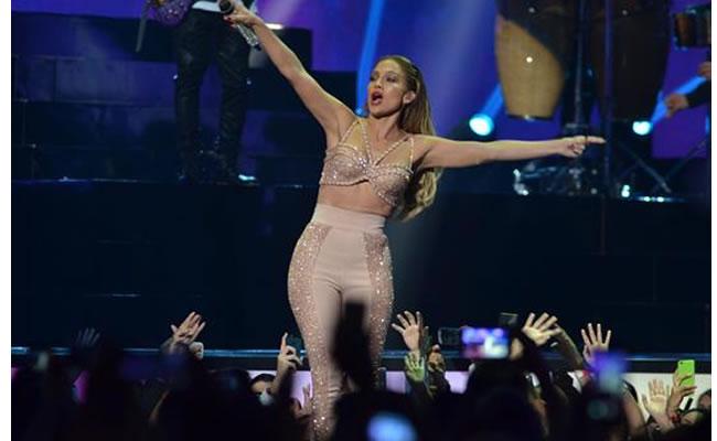 Billboard 2015: Jennifer López rindió homenaje a Selena