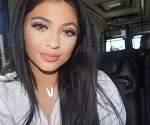 Kylie Jenner confiesa el secreto de sus voluptuosos labios