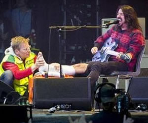 Foo Fighters cancela concierto en Glastonbury 2015