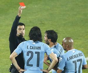 Suspendido el árbitro de Chile vs. Uruguay