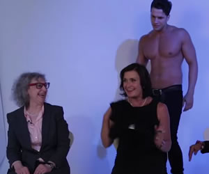 Abuelitas disfrutan de un striptease al estilo 'Magic Mike XXL'