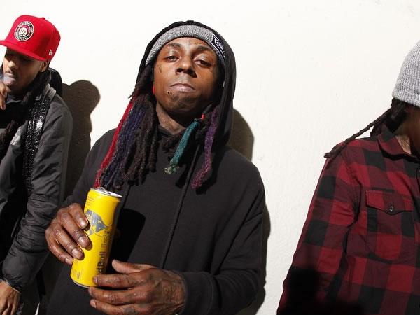 Lil Wayne fue explusado de avión por fumar marihuana