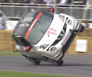 Youtube: Auto en dos ruedas rompe récord