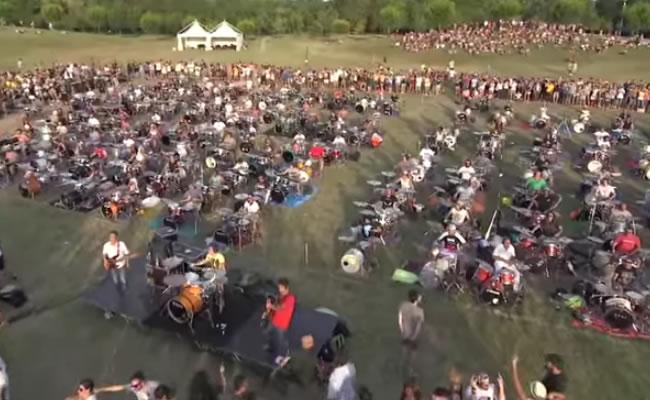 Mil músicos se reunieron para pedir a Foo Fighters que toquen en Cesena