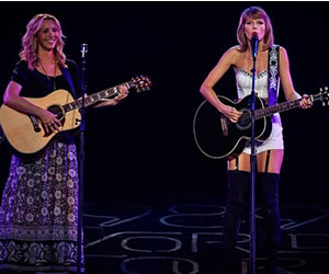 Taylor Swift y Phoebe cantaron 'Smelly Cat'