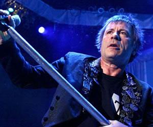 Vocalista de Iron Maiden culpa al sexo oral de su cáncer de garganta