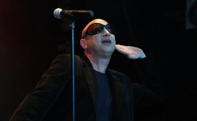 Vocalista de La Mosca sufrió un infarto durante una presentación