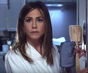 Youtube: Jennifer Aniston quiere ducharse en un avión