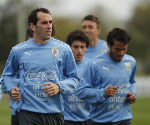 Diego Godín cree que Falcao García recuperará el nivel